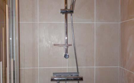 Installation d'une douche avec bac rehaussé à Izeaux
