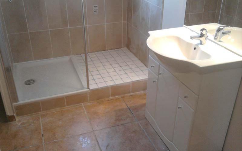 Chantier de salle de bains à la murette