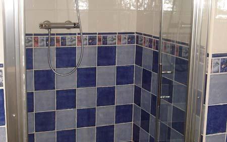 Maison Izeaux : réalisation d'une douche avec receveur en céramique