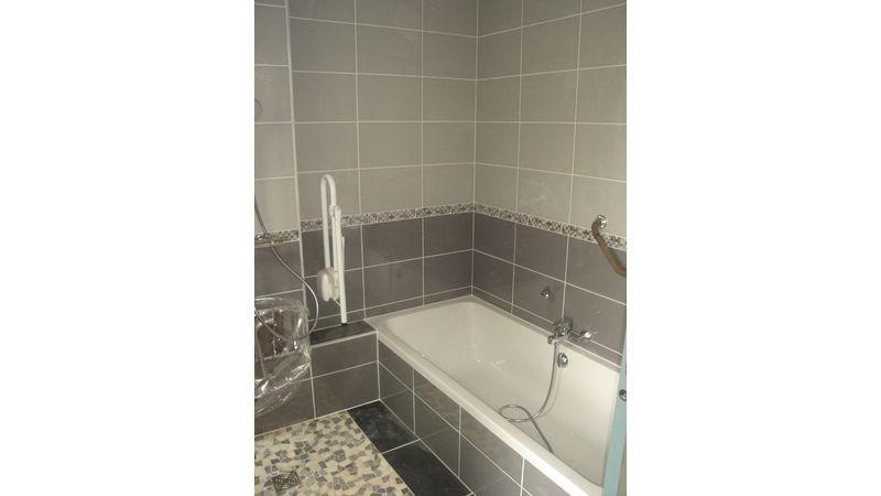 Creation d'une salle de bain pour personne à mobilité réduite à Izeaux