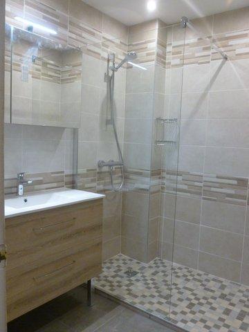 amenagement d 39 une salle de bain a voiron a demeure services izeaux 38. Black Bedroom Furniture Sets. Home Design Ideas