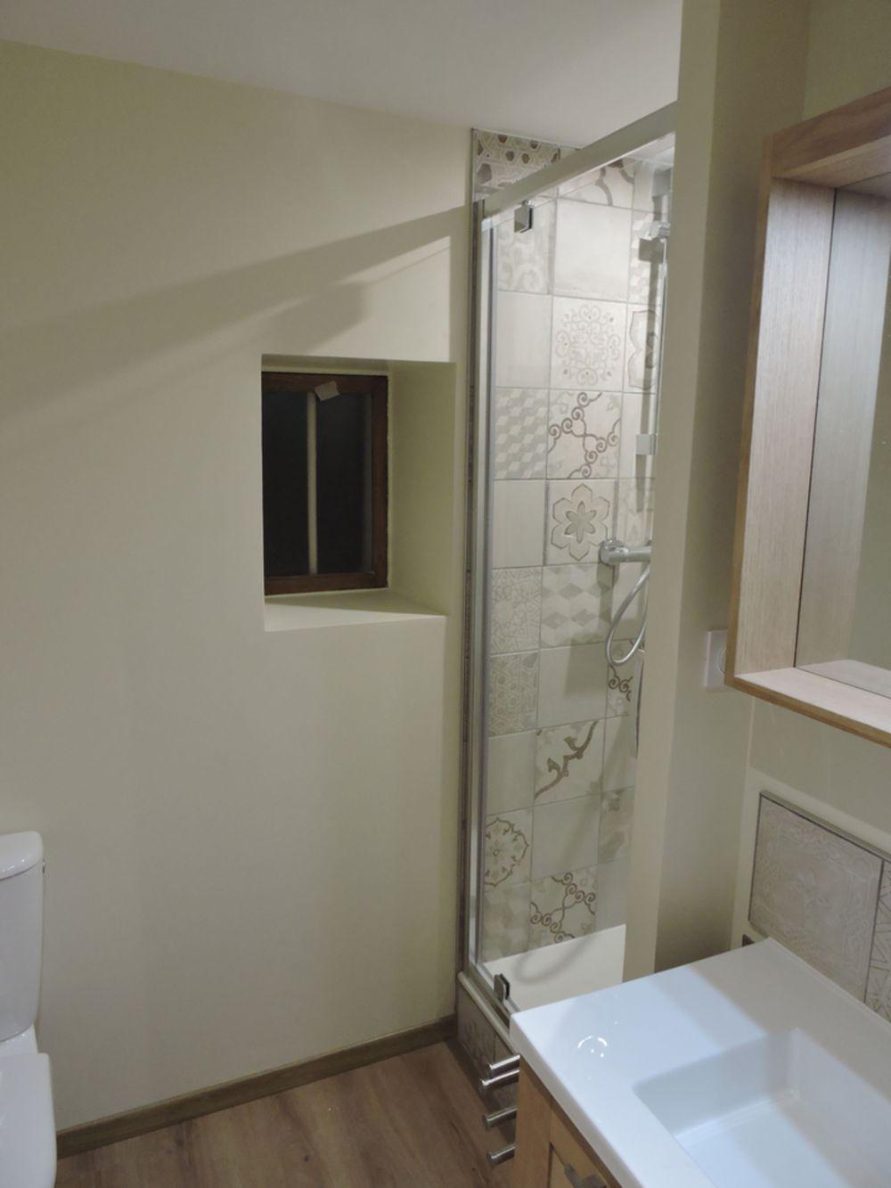 Renovation et modification d 39 une salle de bain a plan a for Renovation mur salle de bain